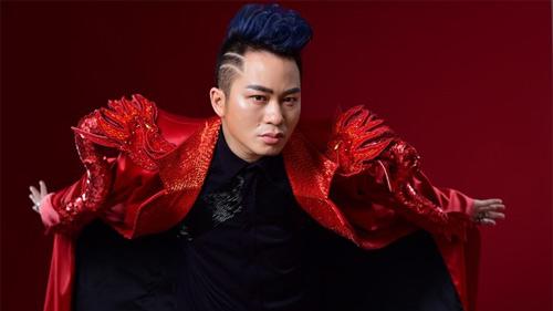 Tùng Dương 'hâm nóng' hai thập kỉ âm nhạc khi live với ban nhạc Anh Em