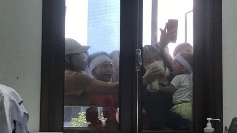 Bệnh nhân ở Thái Bình tử vong sau khi tiêm thuốc, người nhà mang xe tang đến bệnh viện