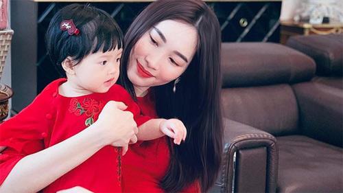 Loạt khoảnh khắc 'cưng muốn xỉu' của con gái Hoa hậu Đặng Thu Thảo trong 2 năm qua, vẻ ngoài xinh xắn được dự đoán còn vượt xa mẹ