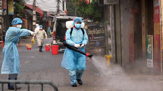 Sáng 17/5, đã 31 ngày không có ca mắc COVID-19 ở cộng đồng, gần 10.000 người cách ly chống dịch
