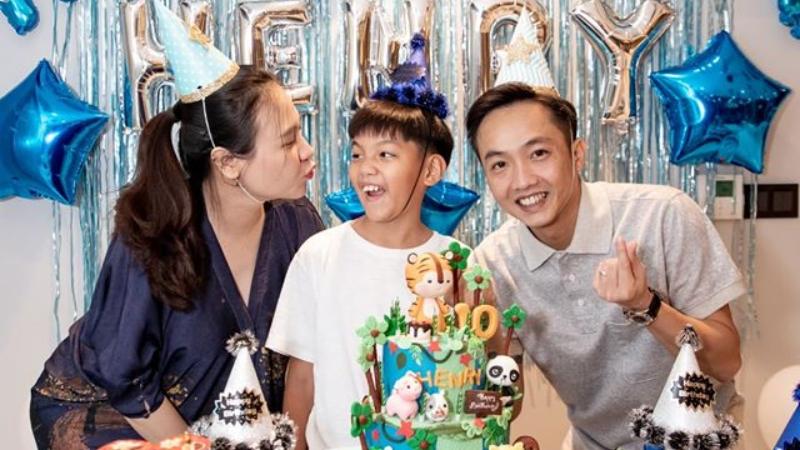 Dù đã khéo léo che nhưng Đàm Thu Trang vẫn lộ bụng bầu to trong tiệc mừng sinh nhật bé Subeo lên 10