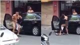 Đôi nam nữ giằng co nhau trên phố, đáng chú ý nhất là tình trạng khỏa thân 'khó hiểu' của người đàn ông