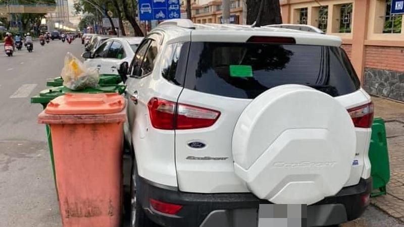 Đỗ xe gần trường học rồi rời đi, chủ xe 'giận tím người' khi chiếc ô tô của mình được ai đó 'chăm sóc' quá cẩn thận