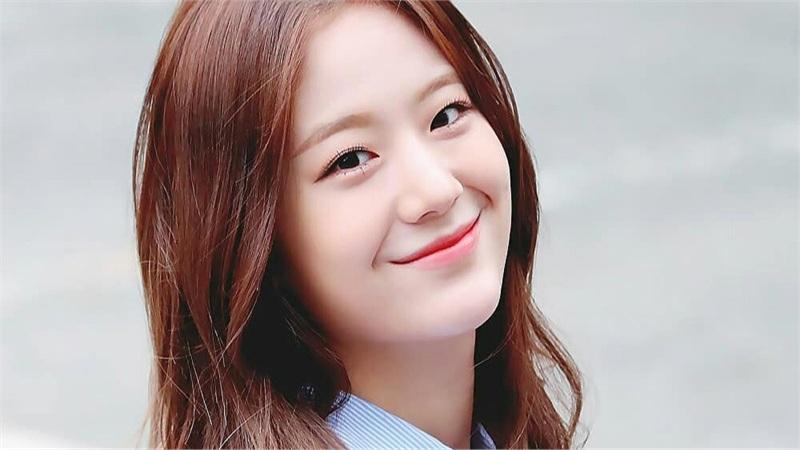 Nữ phụ 'Điên Thì Có Sao': Là idol Kpop, cao 1m70 và đôi chân cực phẩm không thua nữ chính, nhan sắc được ví như bản sao Jisoo (Black Pink)