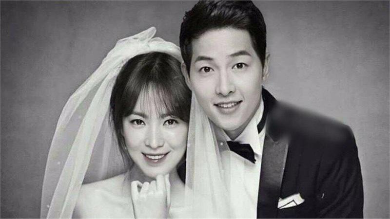 Phản ứng của gia đình Song Hye Kyo và Song Joong Ki: Nhà chồng liên tục 'ngứa mắt' con dâu cũ, từ anh trai tới bố chồng đều có hành động ám chỉ khó hiểu?