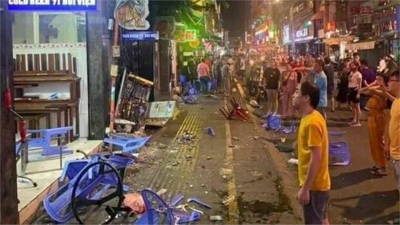Vụ ô tô gây tai nạn liên hoàn ở phố Bùi Viện: Bảo vệ dân phố khai do kẹt chân ga