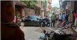 Hà Nội: Ô tô mất lái đâm hàng loạt xe máy, một cháu nhỏ bị thương
