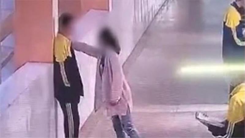 Bị mẹ mắng chửi, bạt tai ngay tại trường học, nam sinh lớp 9 nhảy lầu tự tử