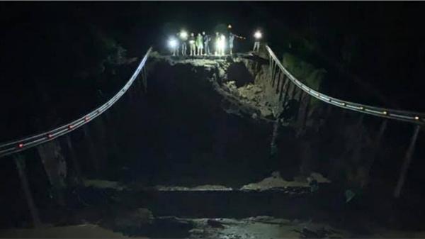 Quốc lộ 26 tiếp tục sạt lở 50m, sâu 10m, chia cắt tuyến huyết mạch Đắk Lắk - Khánh Hòa