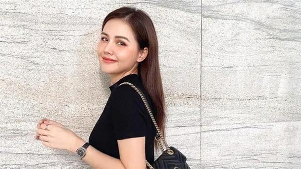 Ngoài Hà Tăng, phu nhân Tổng Giám đốc tập đoàn đầu tư Cocobay cũng là 'thánh' diện quần skinny với loạt outfit khoe dáng siêu nuột
