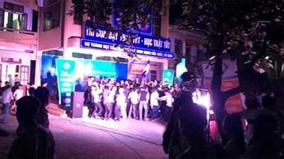 Chuyện lạ ở Hà Tĩnh: Trường THPT tổ chức lễ bế giảng vào... ban đêm