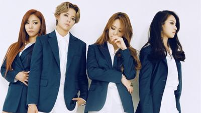 Người hâm mộ xót xa khi SM ăn mừng 9 năm debut f(x) chỉ bằng… một chiếc thẻ tên