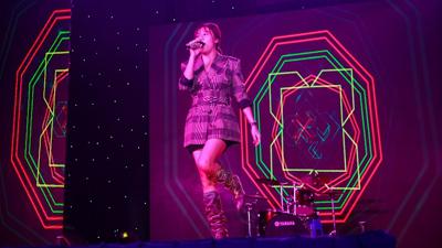 Văn Mai Hương trở lại rực rỡ trong Đêm hội Văn hóa của sinh viên HUTECH