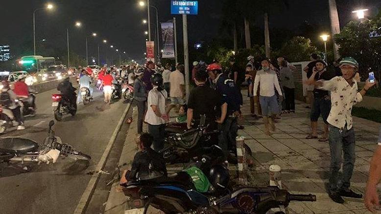 Hiện trường ô tô 'điên' tông loạt xe máy ở TP.HCM, một người tử vong