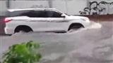 Toàn cảnh bão số 9 gây mưa lớn gió giật mạnh, Sài Gòn tan hoang chìm trong biển nước