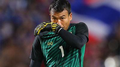 Thủ môn Thái Lan 'tỉnh đòn' trước màn ùa ra trêu chọc khó chịu của cầu thủ Malaysia