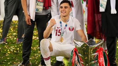 Muôn sắc thái của mỹ nam Bassam Hisham trong lễ ăn mừng vô địch Asian Cup 2019 của tuyển Qatar
