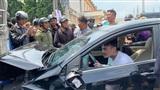 Gây tai nạn liên hoàn, thanh niên ngồi trong ô tô thản nhiên 'quẩy' theo tiếng nhạc