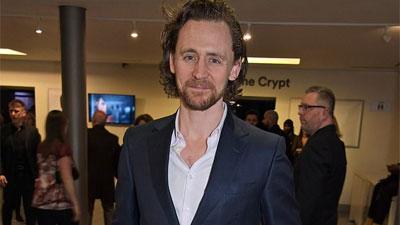 Sốc với hình ảnh tàn tạ, già nua không thể ngờ của 'Loki' Tom Hiddleston trong sự kiện