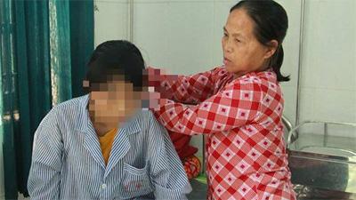 Hai nữ sinh trong vụ lột quần áo, đánh dã man bạn ở Hưng Yên là bác họ của nạn nhân