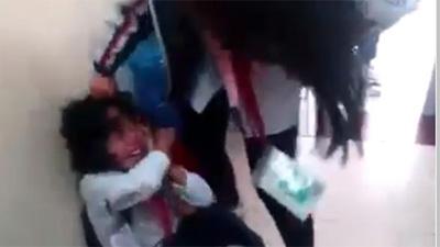Lại thêm một nữ sinh cấp 2 bị bạn đánh, tát túi bụi ngay trong lớp học, bạn bè xung quanh hò reo cổ vũ ở Quảng Ninh