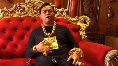 Phúc XO đeo toàn vàng giả, thừa nhận để 'câu view', giúp bản thân nổi tiếng