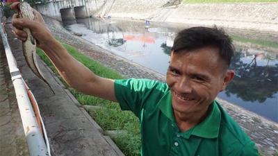 Dân Hà Nội thư thái câu cá, mắc võng trải đệm nghỉ ngơi sau khi sông Tô Lịch được làm sạch bằng công nghệ Nhật