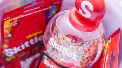 Giới trẻ Sài Gòn bỗng nhiên cùng nhau 'nghiện' ăn kẹo cầu vồng
