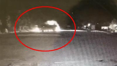 Clip: Khoảnh khắc kinh hoàng khi xe tải đối đầu xe khách, 41 người thương vong ở Hòa Bình