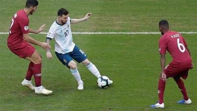 Lioenl Messi công khai chê bai chất lượng sân tại Copa America