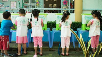 Những bà mẹ nổi tiếng showbiz 'lên tiếng' về thói quen không rửa tay ở trẻ nhỏ
