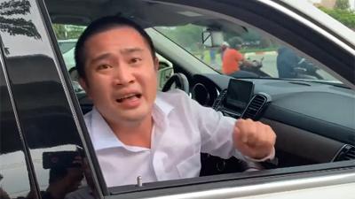 Chủ xe cố thủ trên Mercedes GLS giá 5 tỷ, đề nghị CSGT cẩu về đồn là ai?