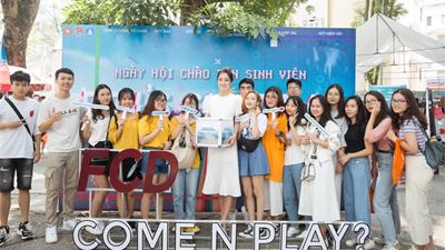 Diện váy trắng tinh khôi, Lương Thuỳ Linh không ngại ôm thùng từ thiện kêu gọi quyên góp