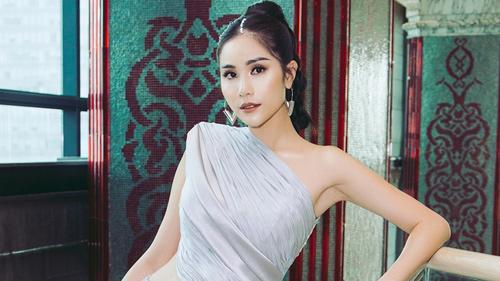 'Miss Earth Vietnam 2019' Hoàng Hạnh diện váy xẻ khoe chân dài 1m15 tại sự kiện