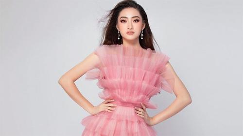 Đang thi thố ở trời Tây, Lương Thùy Linh vẫn dẫn đầu top sao đẹp nhờ chiếc váy khổng lồ nhưng nhẹ như mây