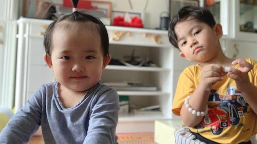 Khánh Thi tiết lộ chuyện Kubi bị em gái 'bắt nạt'