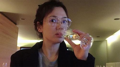 Song Hye Kyo tiếp tục tạo bất ngờ với gương mặt mộc đẹp tự nhiên, ngày càng rạng rỡ sau khi ly hôn Song Joong Ki