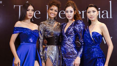 H'Hen Niê làm tóc xoăn lạ lẫm, đọ sắc cùng hội chị em Hoa hậu Hoàn vũ Việt Nam