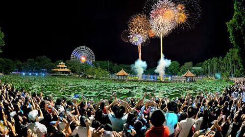 Countdown Party và đại tiệc pháo hoa chào năm mới tại Đầm Sen