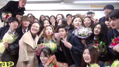 Lễ tốt nghiệp tại trường học nghệ thuật danh giá bậc nhất Hàn Quốc: Hội tụ dàn thần tượng đình đám