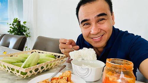 Bữa sáng đạm bạc và sở thích ăn uống của 'MC giàu nhất Việt Nam' Quyền Linh