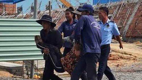 Hiện trường vụ sập tường nhà xưởng trong KCN khiến 10 người chết, nhiều người bị vùi lấp