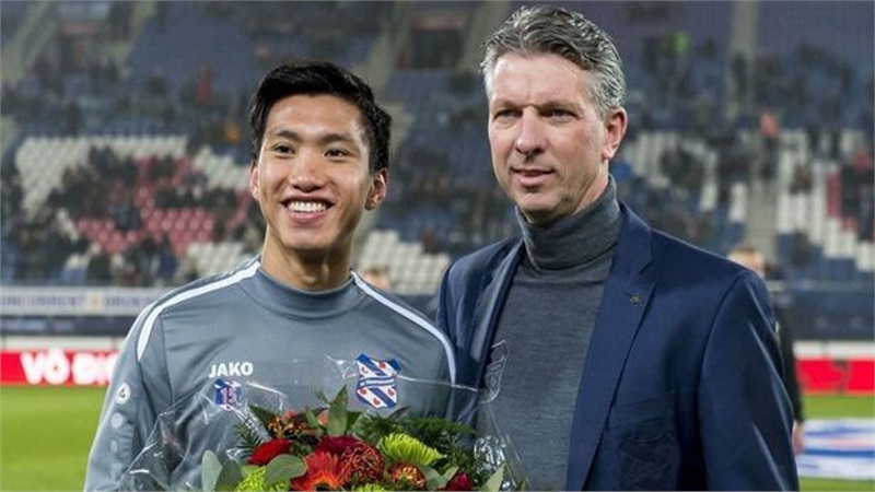 Giám đốc SC Heerenveen tiết lộ Văn Hậu đã rất gần với suất đá chính: 'Cậu ấy xứng đáng có cơ hội nhưng tiền bạc là vấn đề lớn'