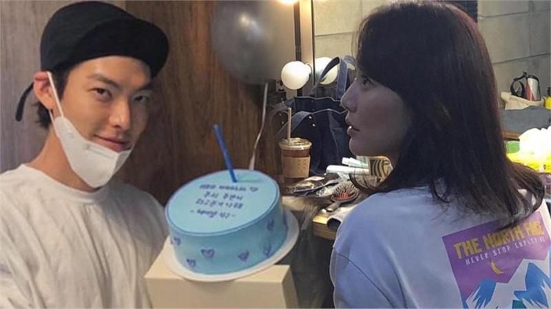 Kim Woo Bin mừng sinh nhật tuổi 32 bên 'chị đẹp' Shin Min Ah?
