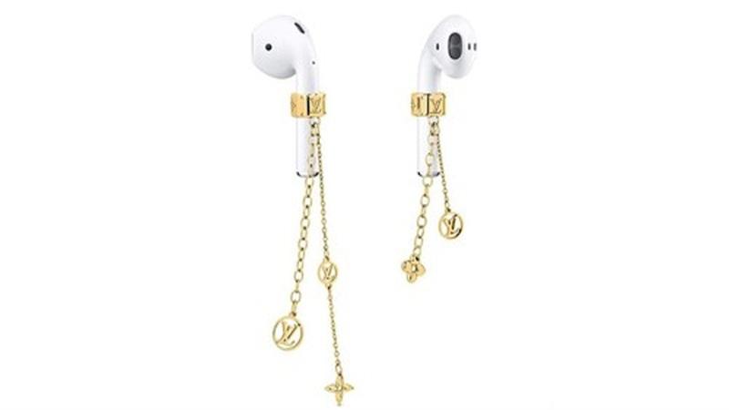 Hết thắt lưng giống dây buộc hàng, Louis Vuitton ra trang sức cho tai nghe khiến các tín đồ phì cười