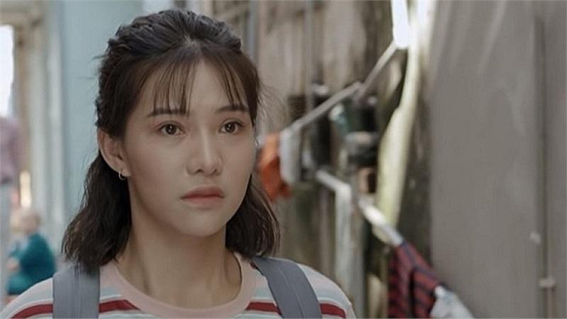 Lưu Đê Ly bị antifan đánh đã được đưa lên đồn công an phường Hàng Buồm để giải trình về việc ẩu đả giữa phố