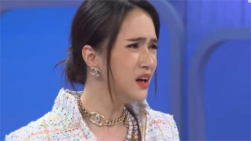 Hương Giang bức xúc vì bị bạn trong showbiz unfriend, khán giả nhắc tên Diệp Lâm Anh