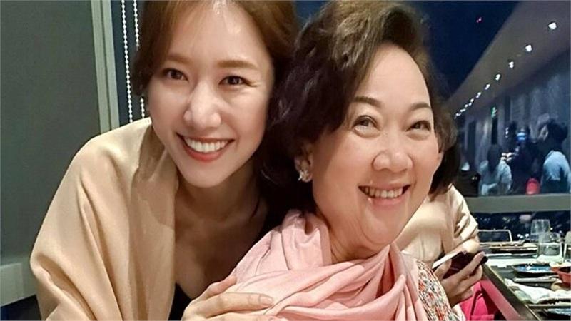 Hari Won sắm quà 'chanh sả' dịp sinh nhật mẹ chồng sau 1 năm lỡ hẹn