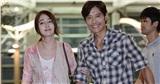 'Tình cũ của Song Hye Kyo' - Lee Byung Hun hạnh phúc đưa bà xã đi du lịch, hôn nhân vẫn nồng ấm sau scandal ngoại tình