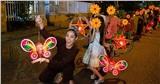 HH Khánh Vân bị chỉ trích vì đăng ảnh đi làm từ thiện nhưng dùng icon che mặt các em bé